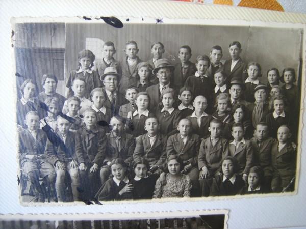 Probablement l'école élémentaire Yavne, un jour d'activité commune des filles et des garçons